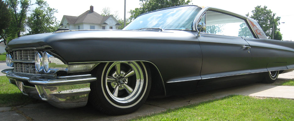 both the pontiac above and cadillac below run 15 x 7 inch standard supremes with narrow whitewall p20570r15 tires